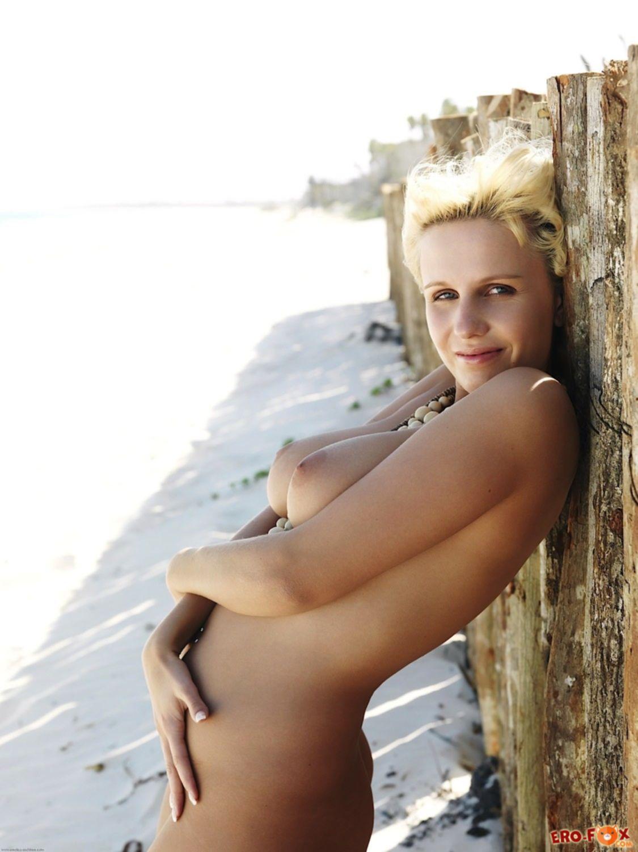 Аппетитные натуральные сиськи блондинки - фото