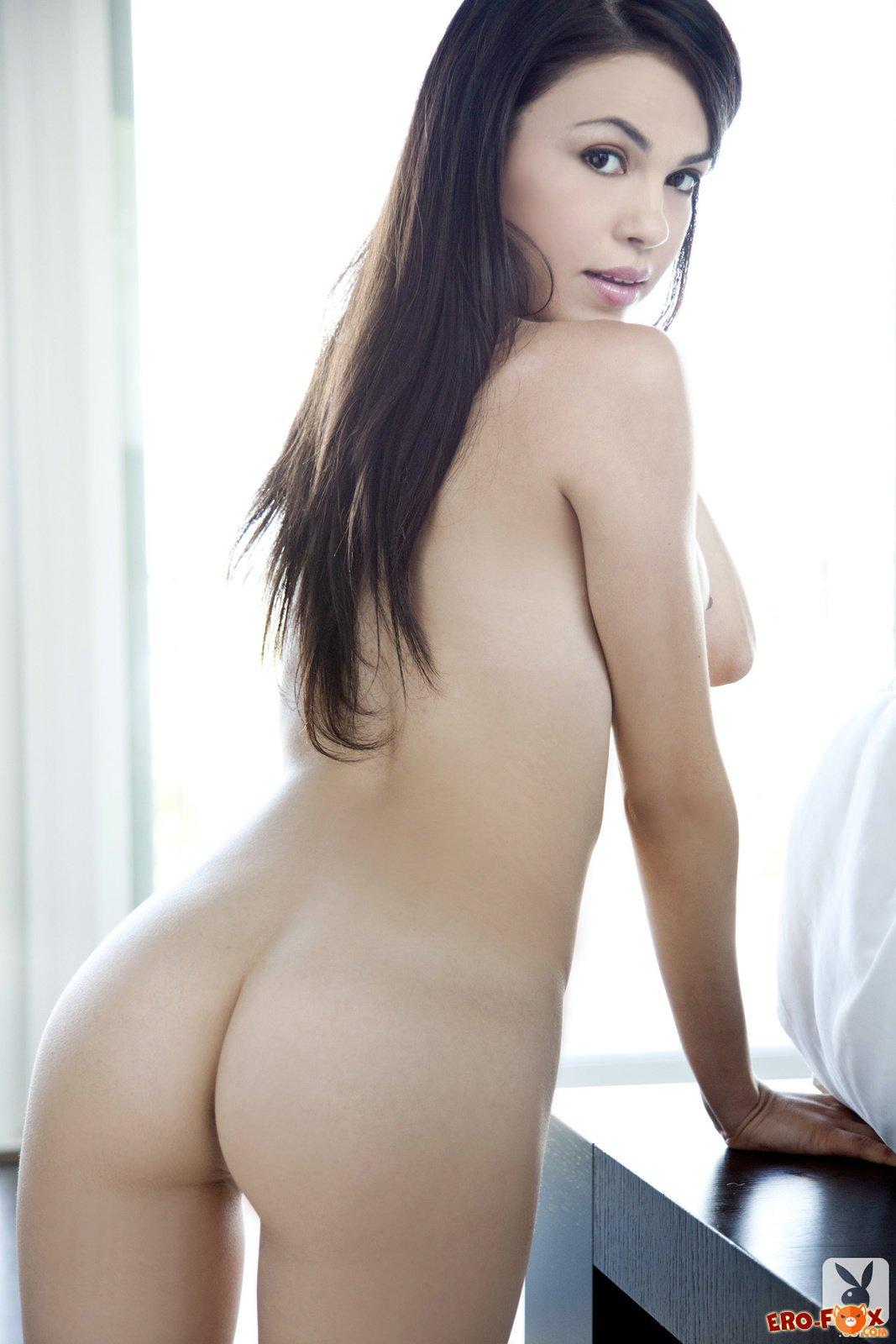 Красотка с большой упругой грудью - фото PlayBoy.